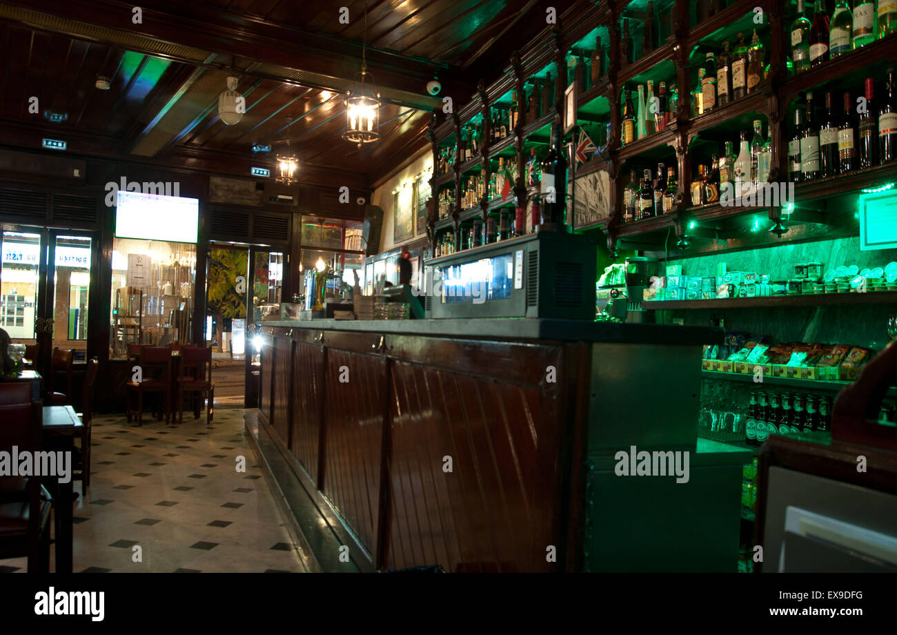 Diese Anglo-portugiesische Bar in der Nähe von Cais Sodre Bahnhof ...