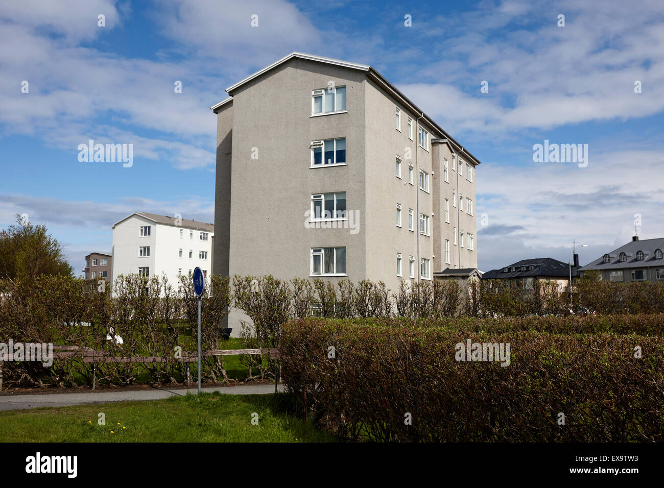 Moderne Wohnhäuser moderne wohnhäuser am stadtrand reykjavik island stockfoto bild
