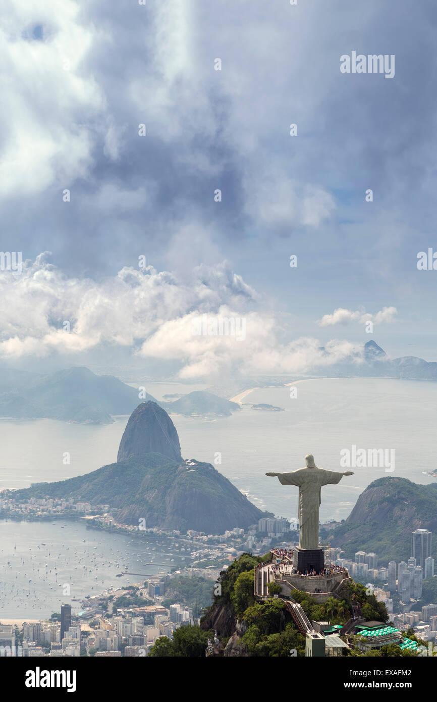 Rio De Janeiro Landschaft zeigt, der Christus, Corcovado und Zuckerhut, der UNESCO, Rio De Janeiro, Brasilien, Südamerika Stockfoto