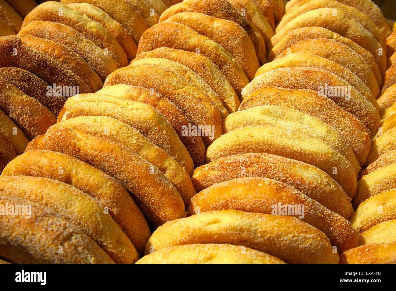 Frisch gebackenes Brot, Rabat, Marokko, Nordafrika, Afrika Stockbild