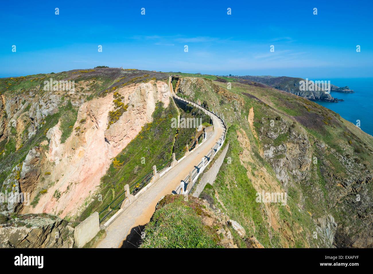 Verbindungsstraße, die schmale Landenge von größer und Little Sark, Kanalinseln, Großbritannien, Stockbild