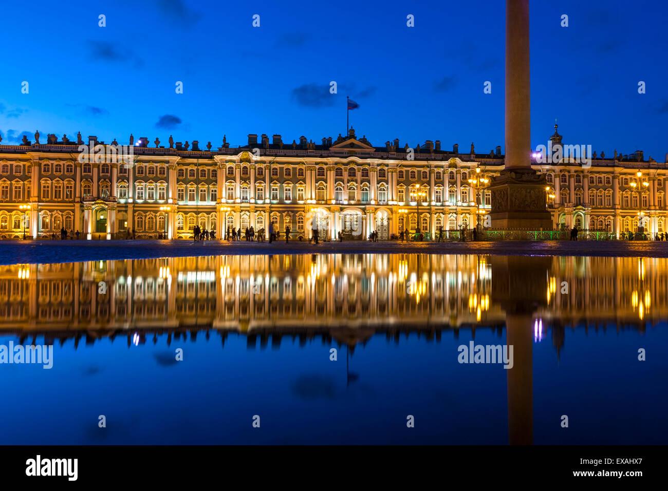 Alexander-Säule und der Eremitage, Winter Palace, Schlossplatz, UNESCO-Weltkulturerbe, St. Petersburg, Russland, Stockbild
