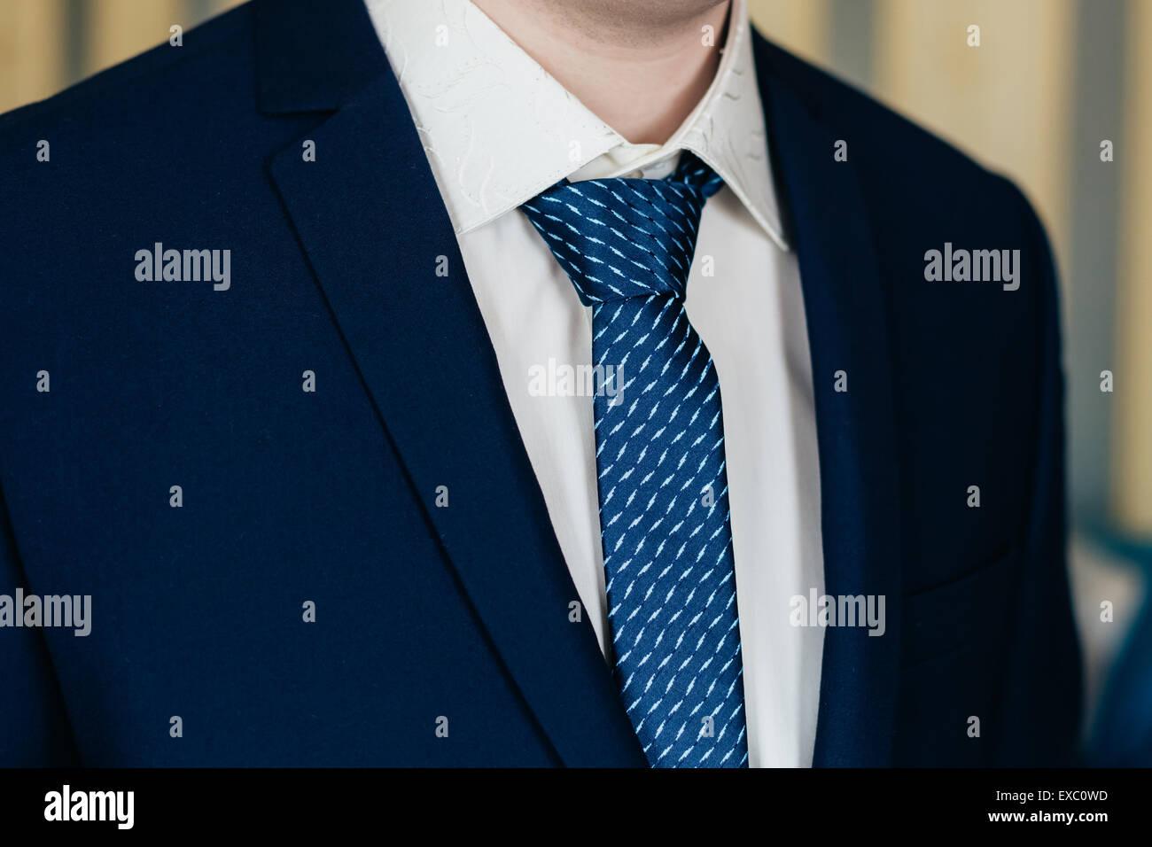 Geschäftsmann In Blauem Anzug Und Krawatte Nahaufnahme Detail