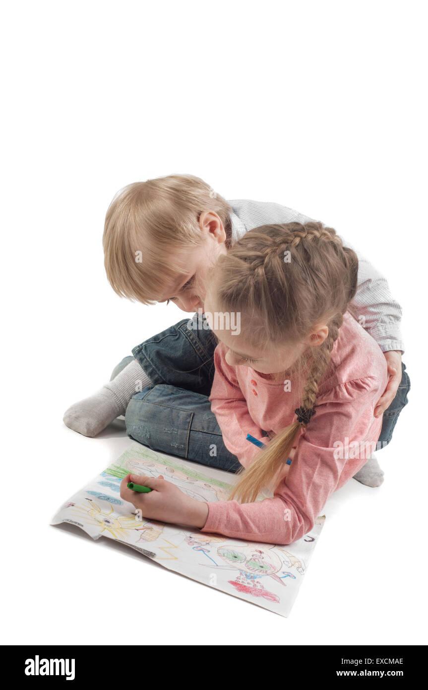 Kleine Mädchen und jungen Malerei Stockfoto
