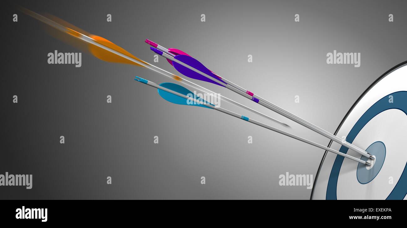 Drei Pfeil trifft ein Ziel Bullseye plus eine orangene in Bewegung die Mitte zu treffen. Konzept für Wettbewerbsfähigkeit Stockbild