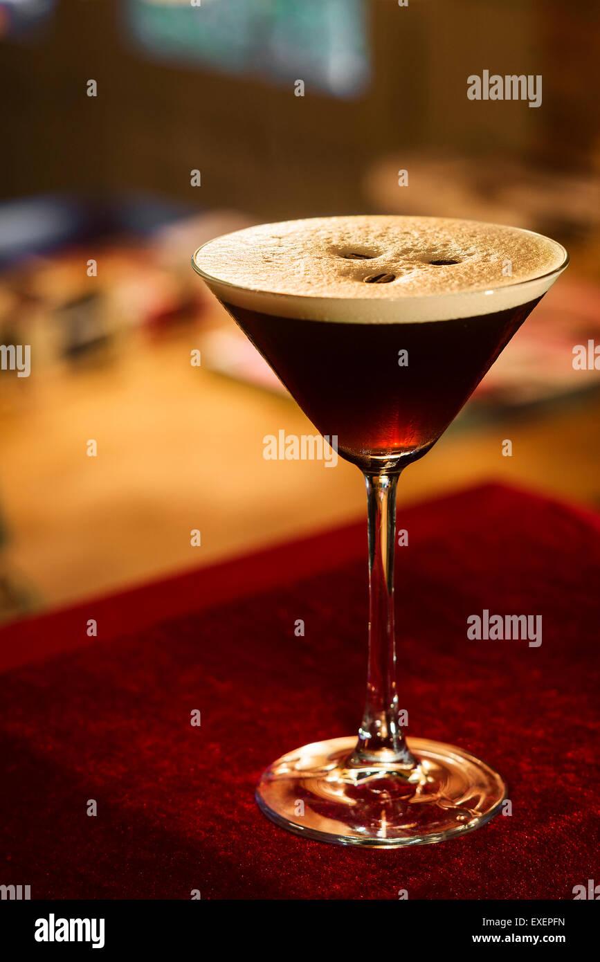Espresso Kaffee Espresso Martini cocktail in der bar Stockbild