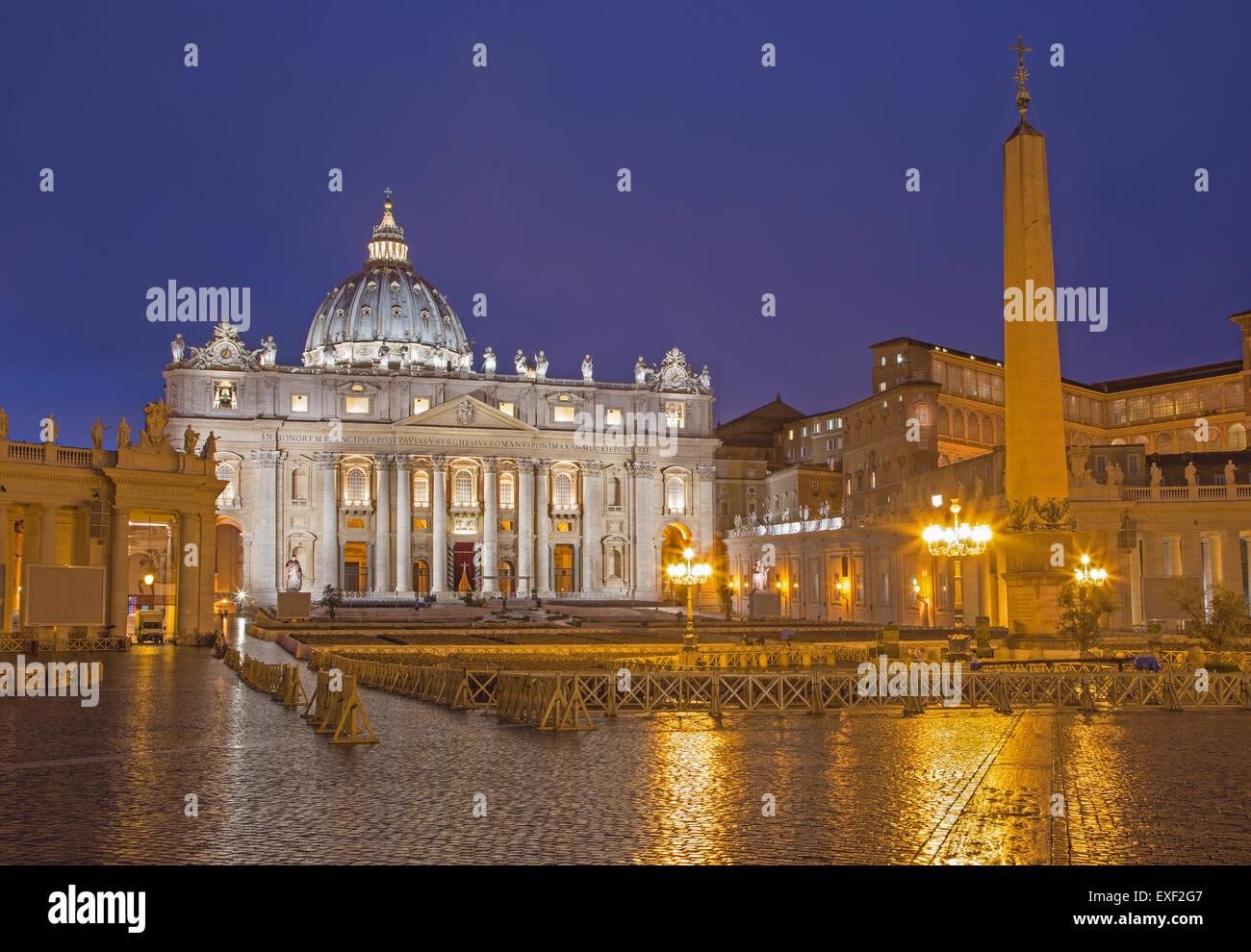 """Rom - Petersdom - """"Basilica di San Pietro"""" und den Platz in der Abenddämmerung vor Palmsonntag. Stockbild"""