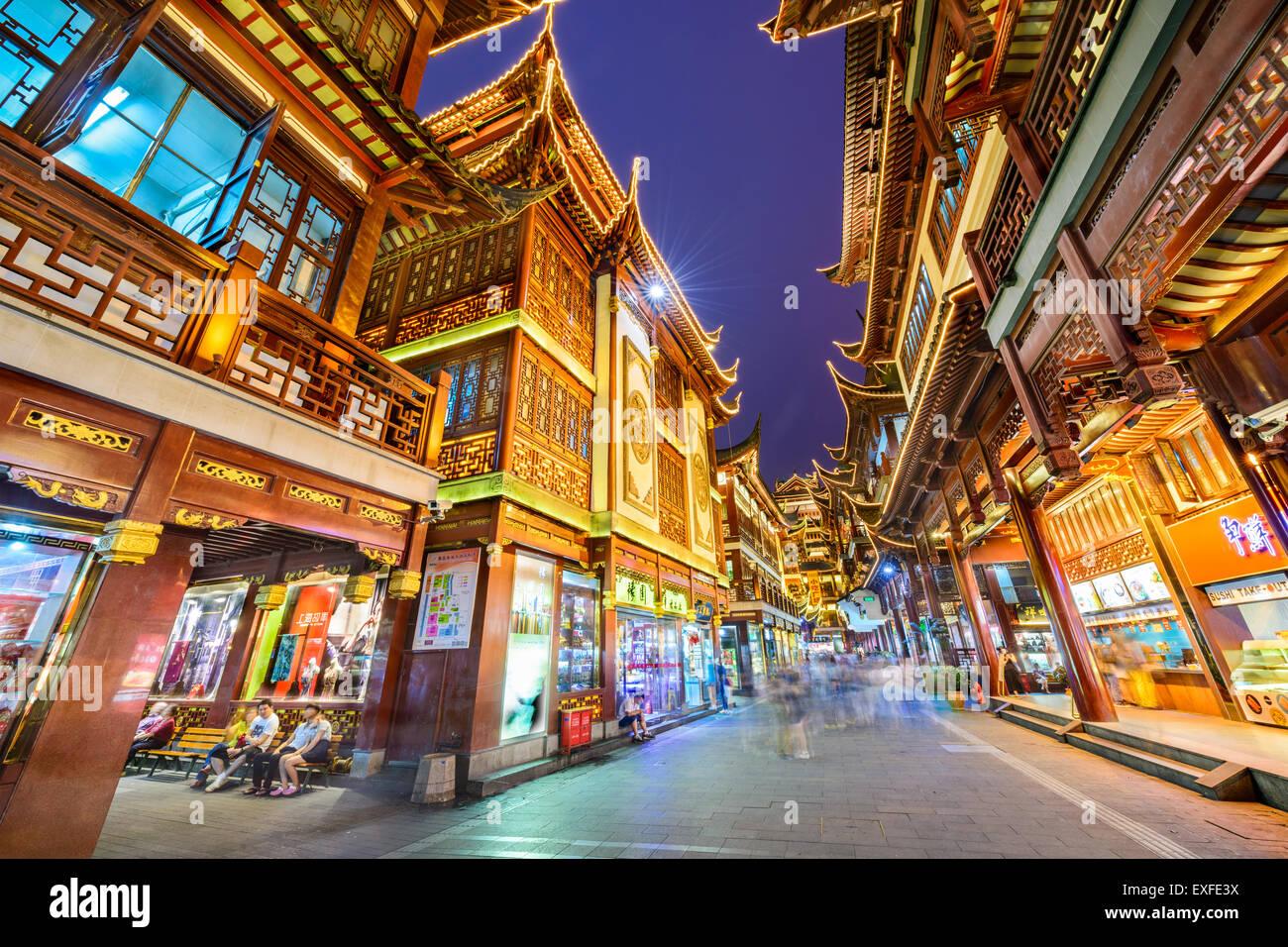 Shopper im Yuyuan Bazar von Shanghai, China. Stockbild