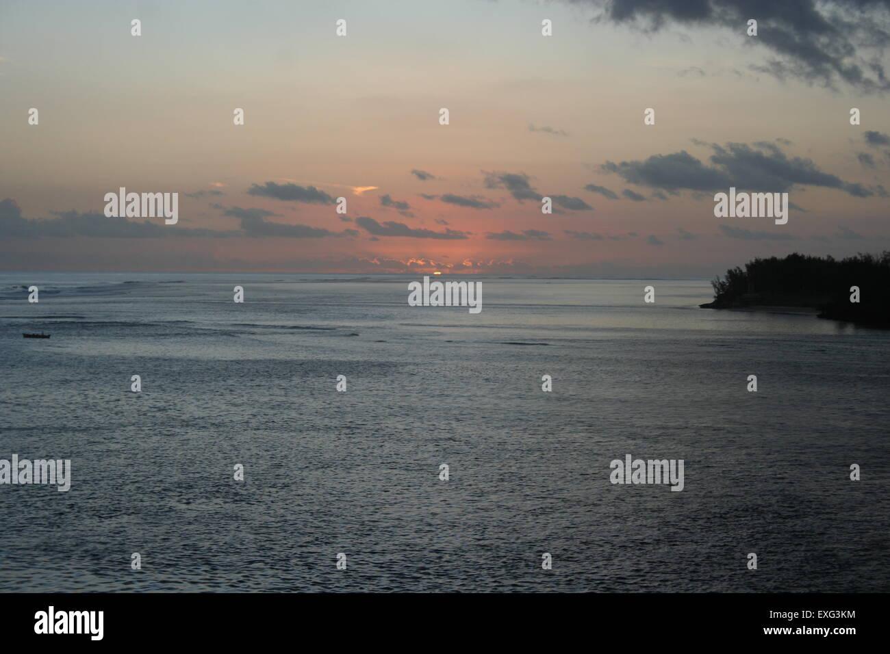 natürlicherweise in le Morne auf Mauritius wunderschönen Sonnenuntergang Stockbild