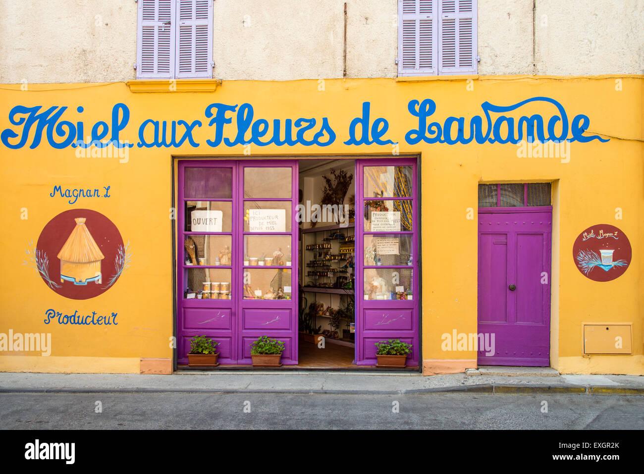 Geschäft mit typischen Spezialitäten in Valensole, Provence, Frankreich Stockbild