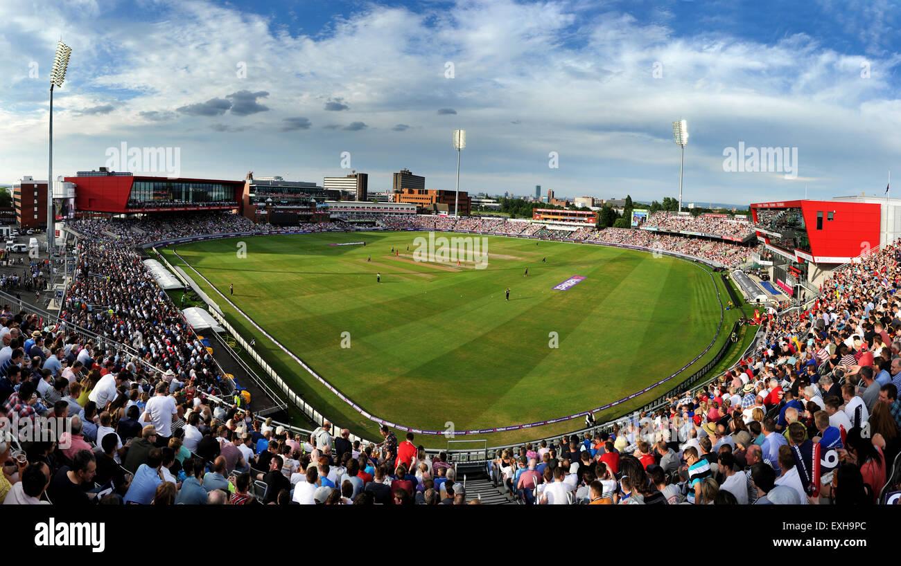 Panoramische Ansicht der Emirate Old Trafford, Manchester, England. T20-Blast-Cricket-Match zwischen Lancashire Stockbild