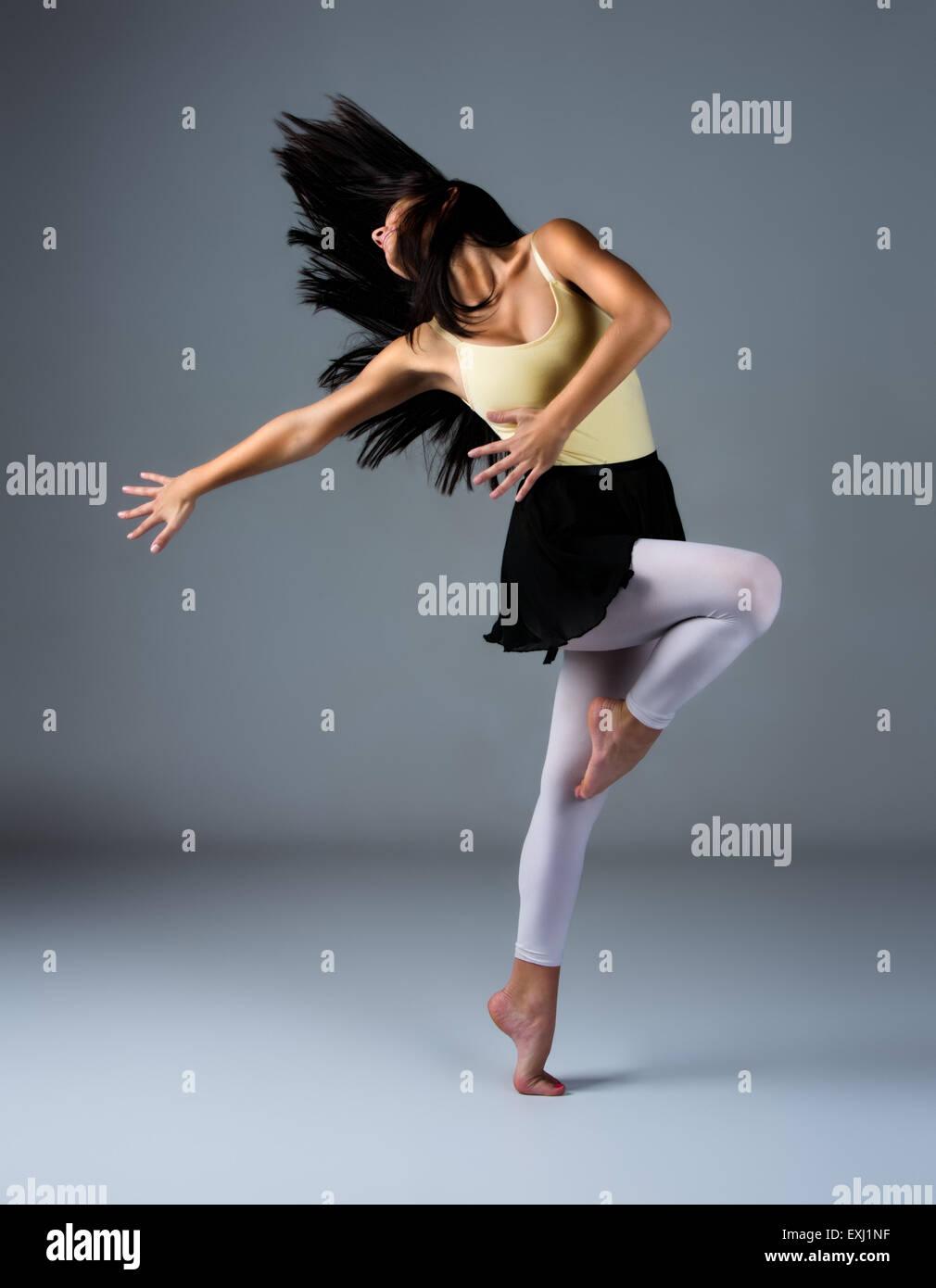 Modern Dance Barefoot Stockfotos & Modern Dance Barefoot Bilder - Alamy