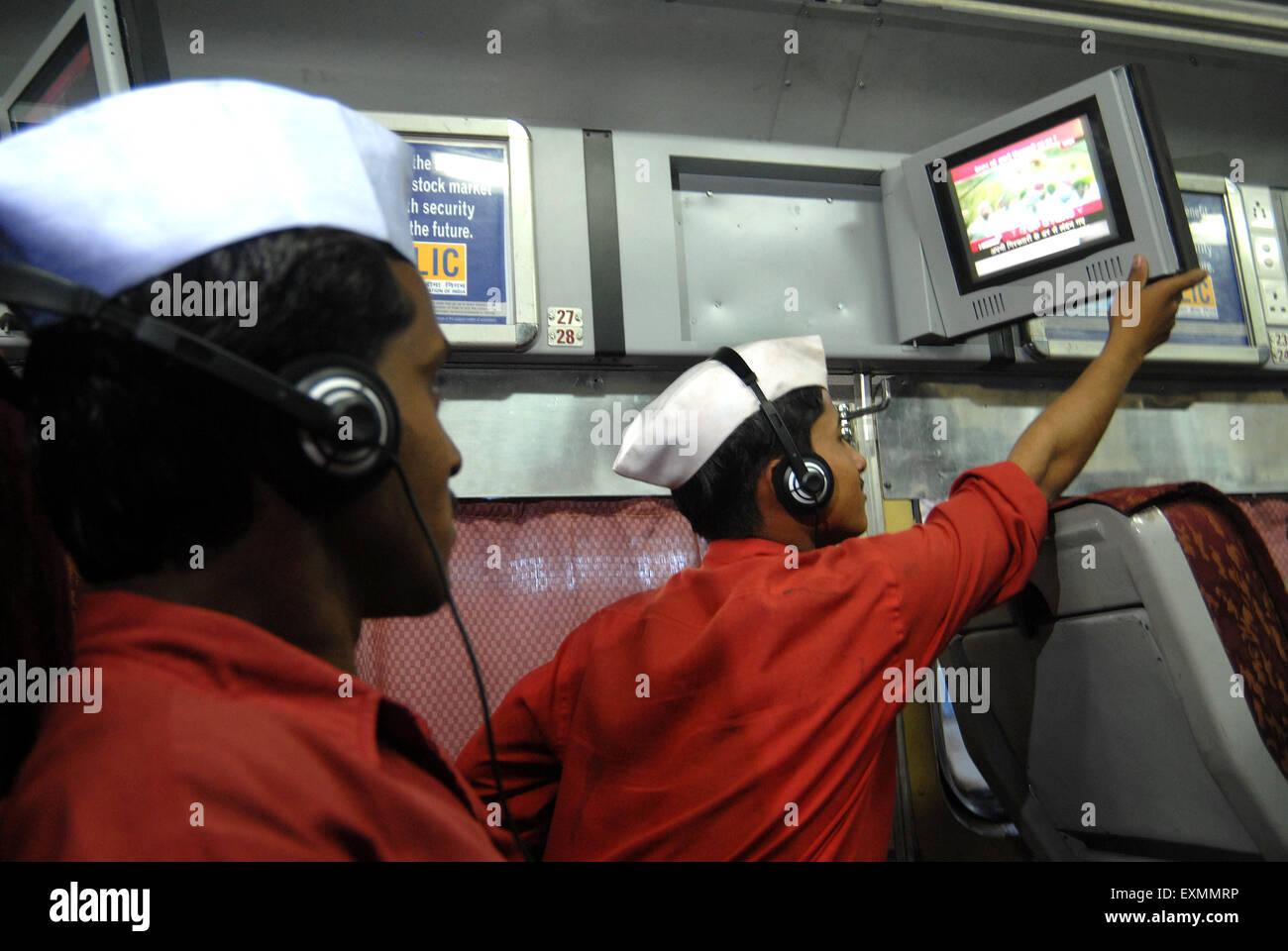 Eisenbahn-Porter Fernsehen Eisenbahnen experimenteller Basis Luft einzuführen konditioniert Drehgestell Mumbai Stockbild