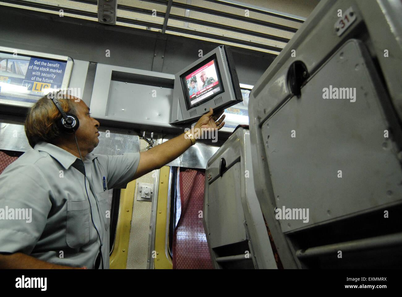 PKW vor dem Fernseher von Indian Railways auf experimenteller Basis in einer Luft einzuführen konditioniert Stockbild