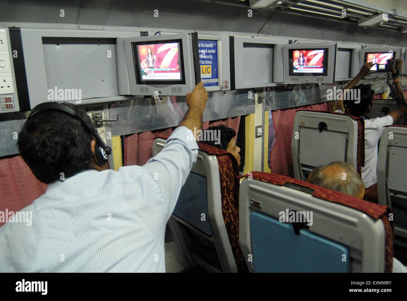 PKW vor dem Fernseher von Indian Railways auf experimenteller Basis ...
