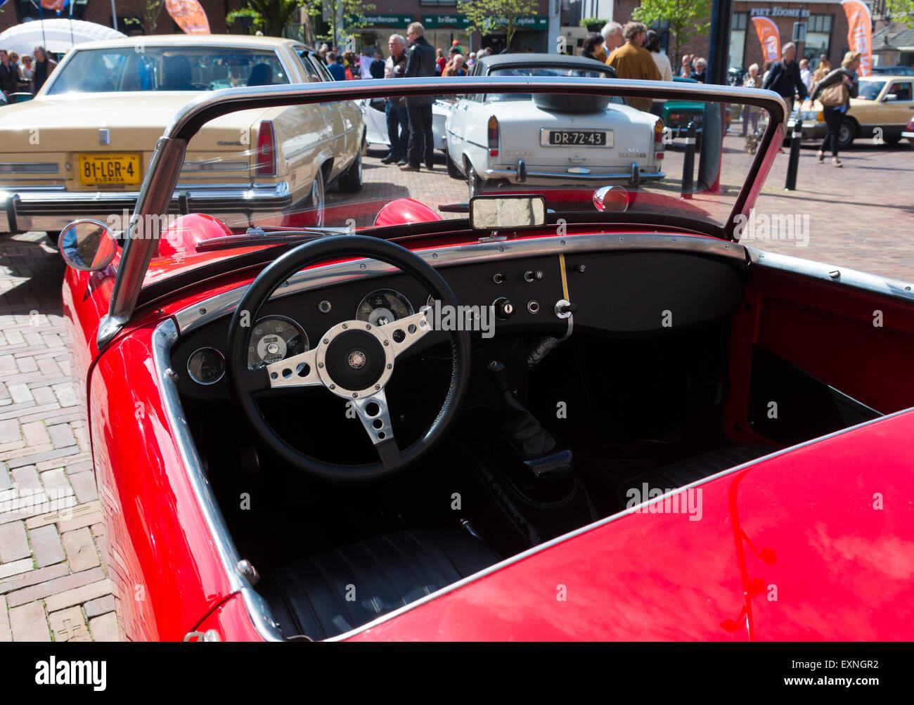 Innenraum Eines Austin Healey Oldtimer Autos Wahrend Der 14 Orange