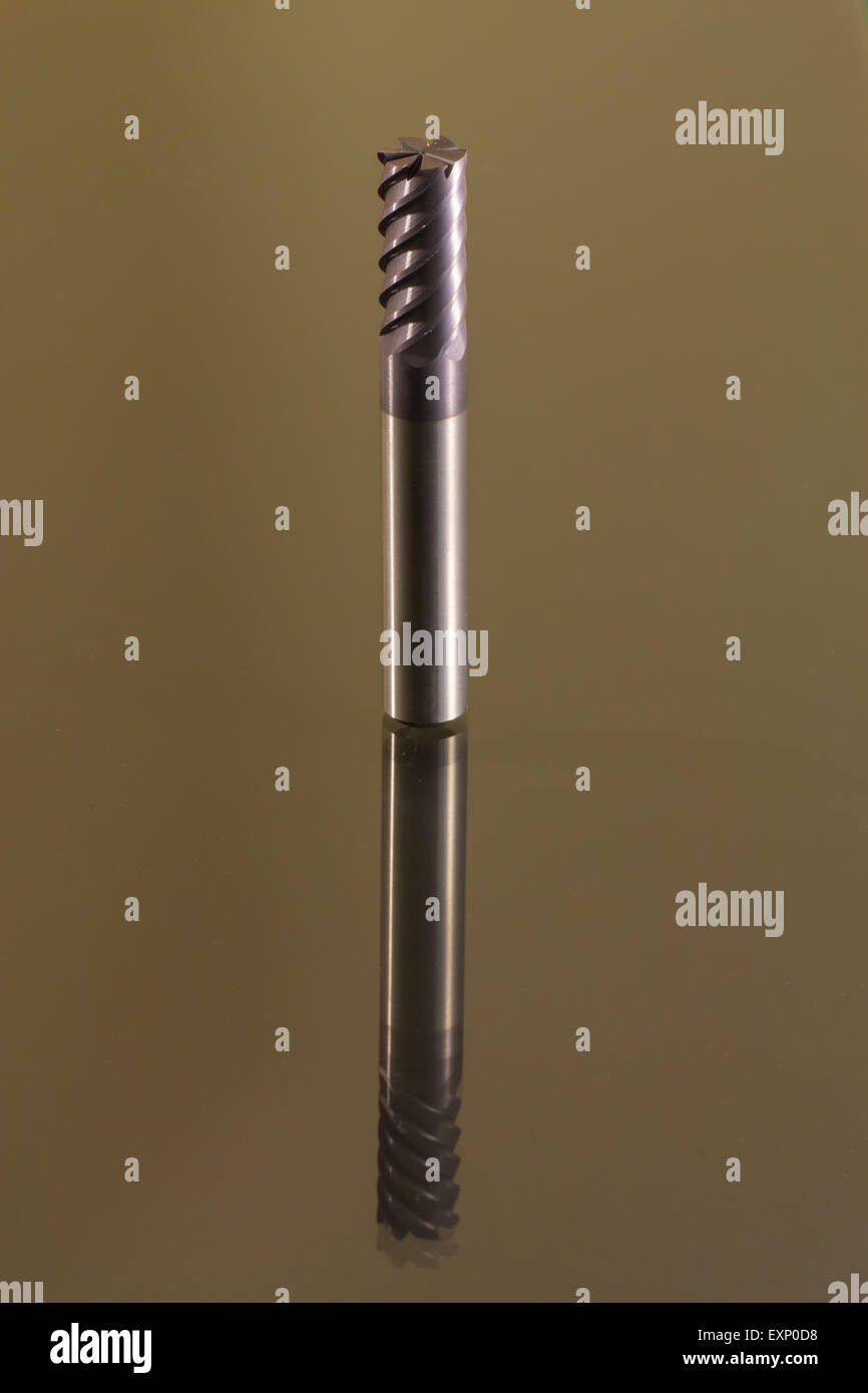 Ende Mühle sechs Flöten Hartmetall beschichtet grau hinterlegt Stockfoto