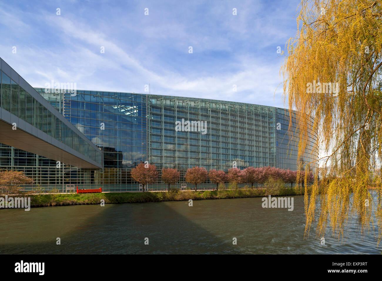 Europäische Parlament mit der Überquerung der ILL, Eurodistrict, Straßburg, Elsass, Frankreich Stockfoto