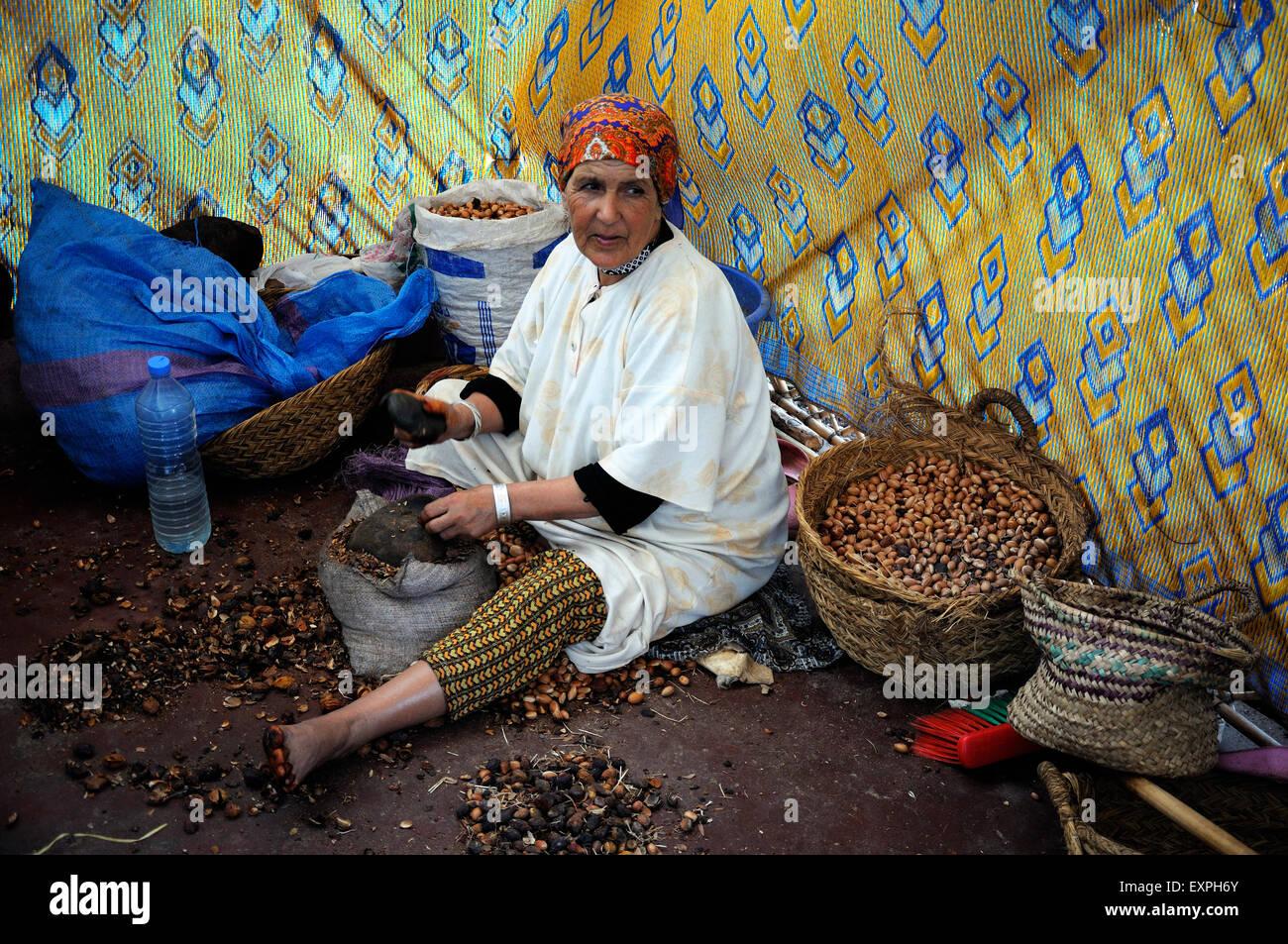 berber woman stockfotos berber woman bilder alamy. Black Bedroom Furniture Sets. Home Design Ideas