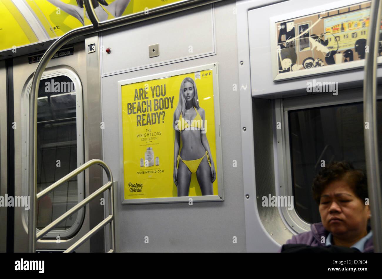 Protein Welt Anzeige Strand Körper bereit Gewicht Verlust Sammlung u-Bahn Rohr u Anzeige umstrittene Plakat Stockbild