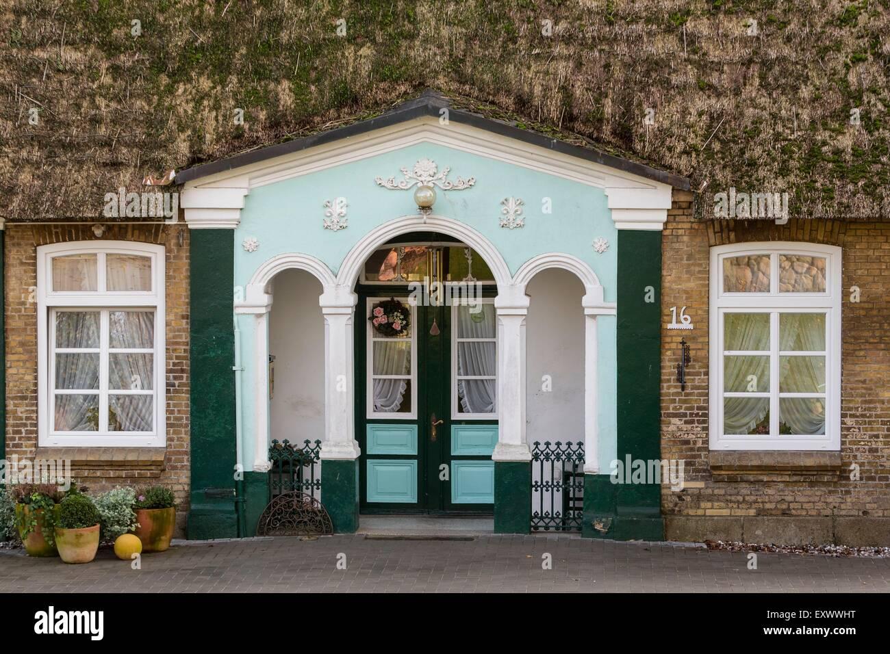 Tür von einem strohgedeckten Haus, Klein Wittensee, Schleswig-Holstein, Deutschland, Europa Stockbild