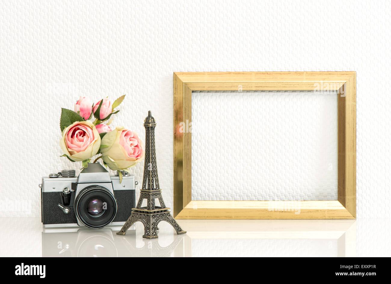 Goldene Bilderrahmen, Rosenblüten und kein Name-Vintage-Kamera ...