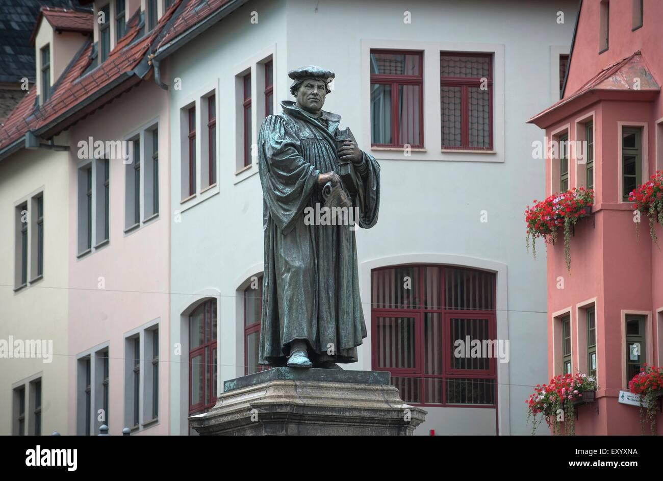Der Marktplatz In Eisleben Wo Eine Statue Von Martin Luther