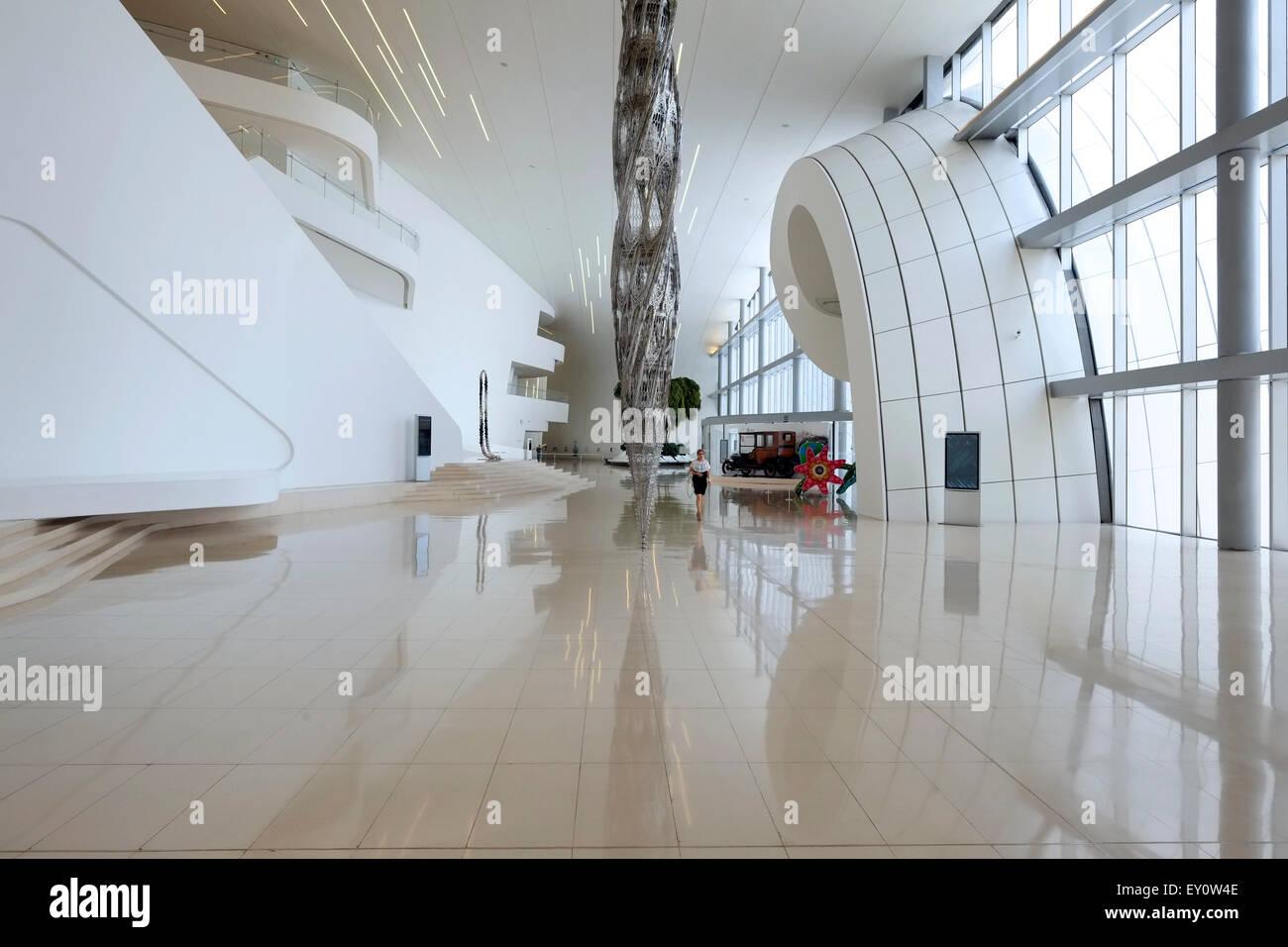 innenraum des heydar aliyev zentrums von irakisch britische architektin zaha hadid entworfen und. Black Bedroom Furniture Sets. Home Design Ideas