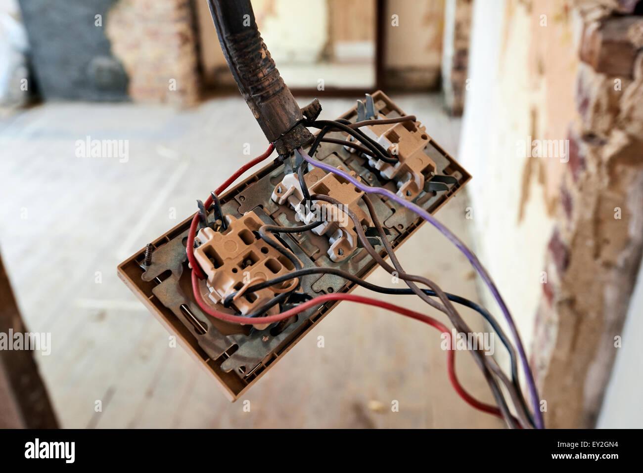 Berühmt Lichtschalter Mit Steckdose Installieren Ideen - Der ...