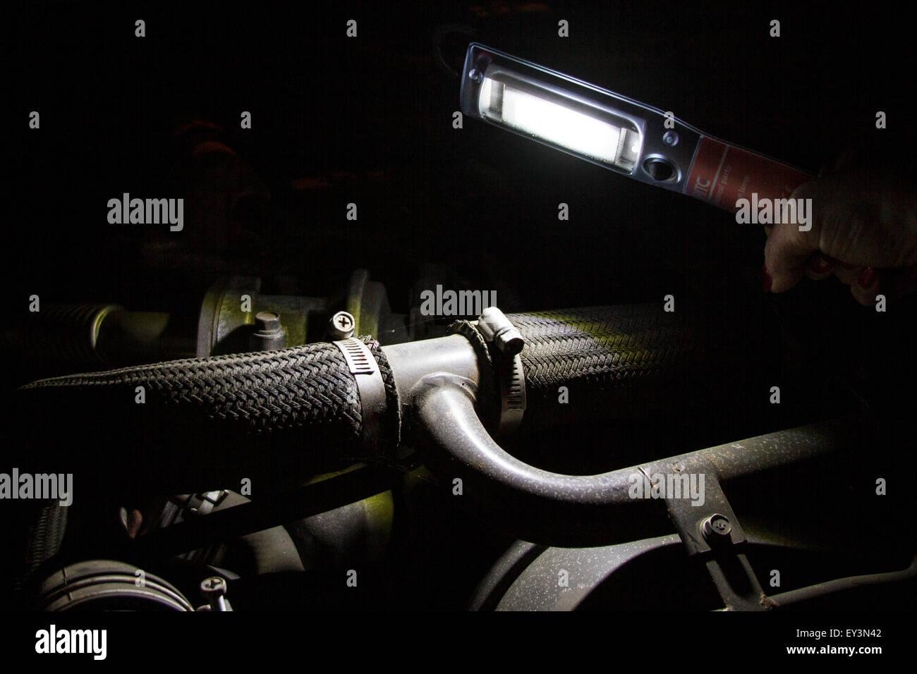 LED Lampe Oder Fackel Beleuchtung Innen Eines LKW Oder Auto Motor