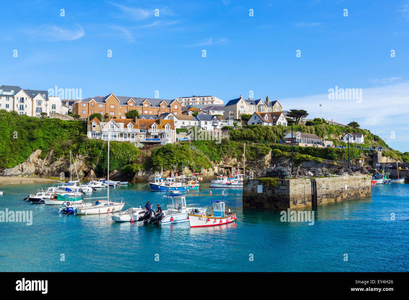 Der Hafen in Newquay, Cornwall, England, UK Stockbild