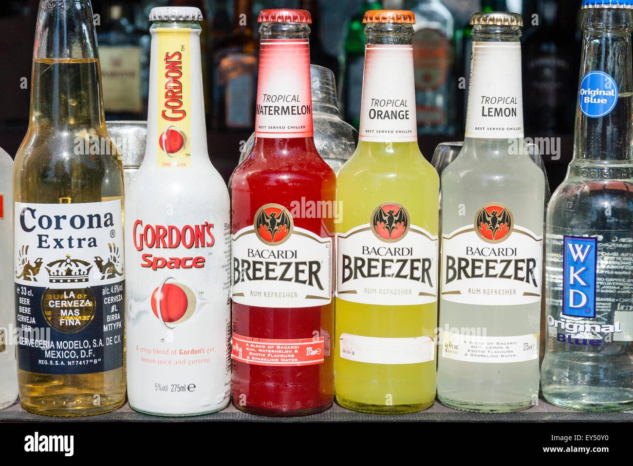 Bacardi Breezer Bottles Stockfotos & Bacardi Breezer Bottles Bilder ...