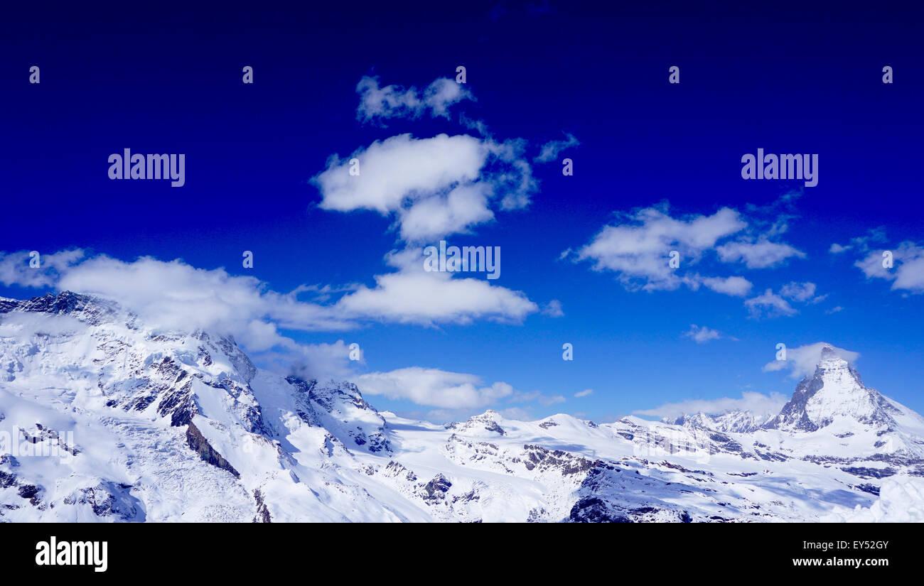 Blick auf Matterhorn an einem klaren sonnigen Tag, Zermatt, Schweiz Stockbild