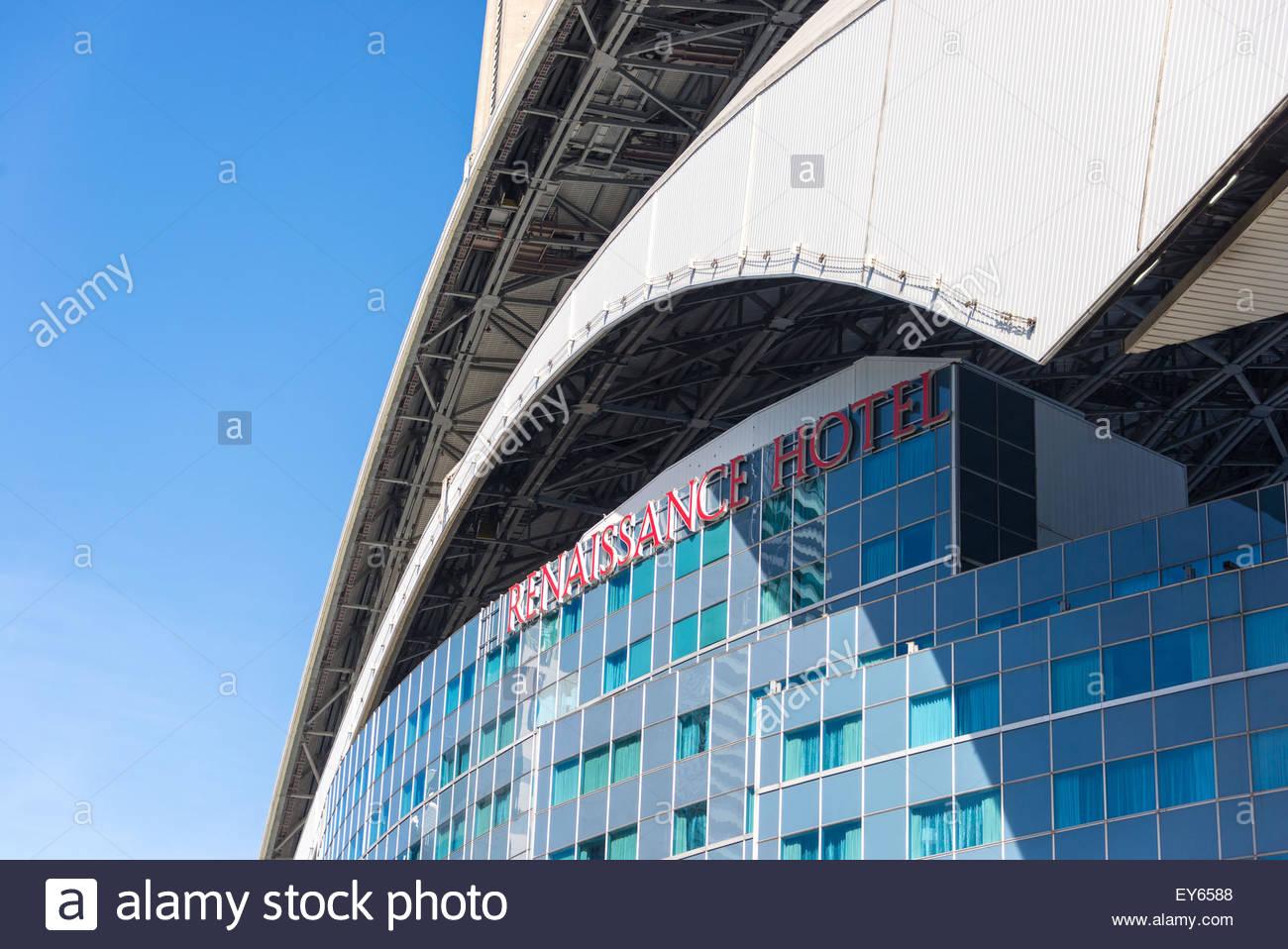 Das Dach und die Fassade des Renaissance Hotels in Rogers Centre-Baseball-Stadion gebaut.  Rogers Centre ist ein Stockbild