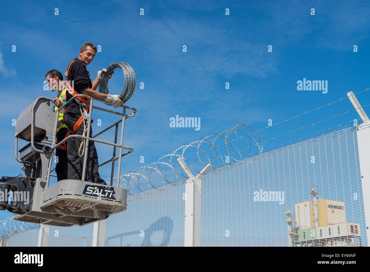 Calais Ferry Port Control Stockfotos & Calais Ferry Port Control ...