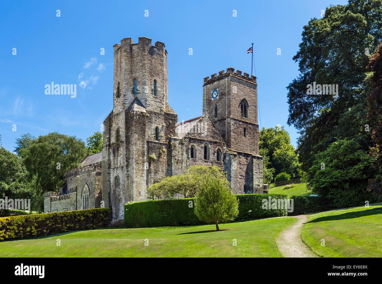 Kirche St. deutschen Priorat aus dem Gelände des Hafen Eliot, St Germans, Cornwall, England, UK Stockbild