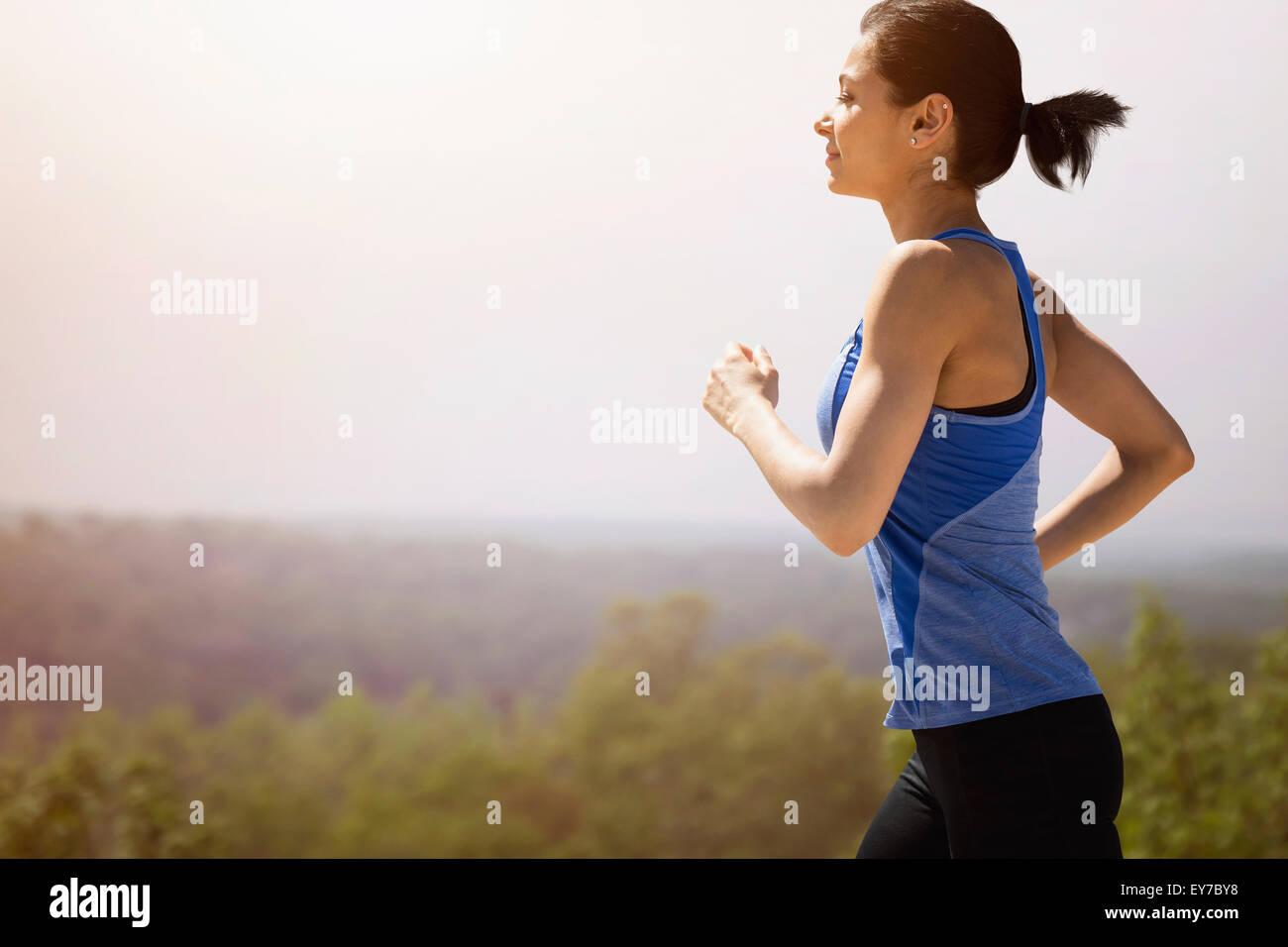 Junge Frau im freien laufen Stockfoto