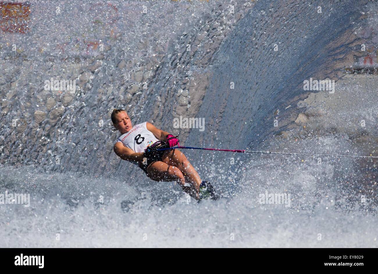 Toronto, Kanada. 23. Juli 2015. Whitney McClintock von Kanada konkurriert während der Frauen Slalom Finale Stockbild