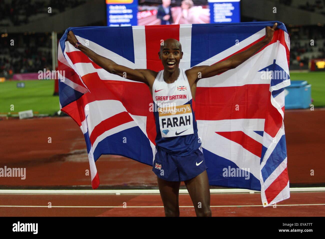 London, UK. 24. Juli 2015. Mo Farah feiert seine 3000m zu gewinnen, während die Sainsbury Jubiläum Spiele Stockbild