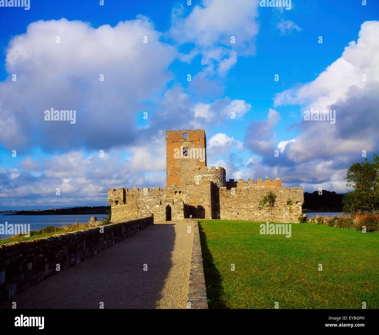 Doe Castle, Co. Donegal, Irland; 16. Jahrhundert Wehrgeschoss Stockbild