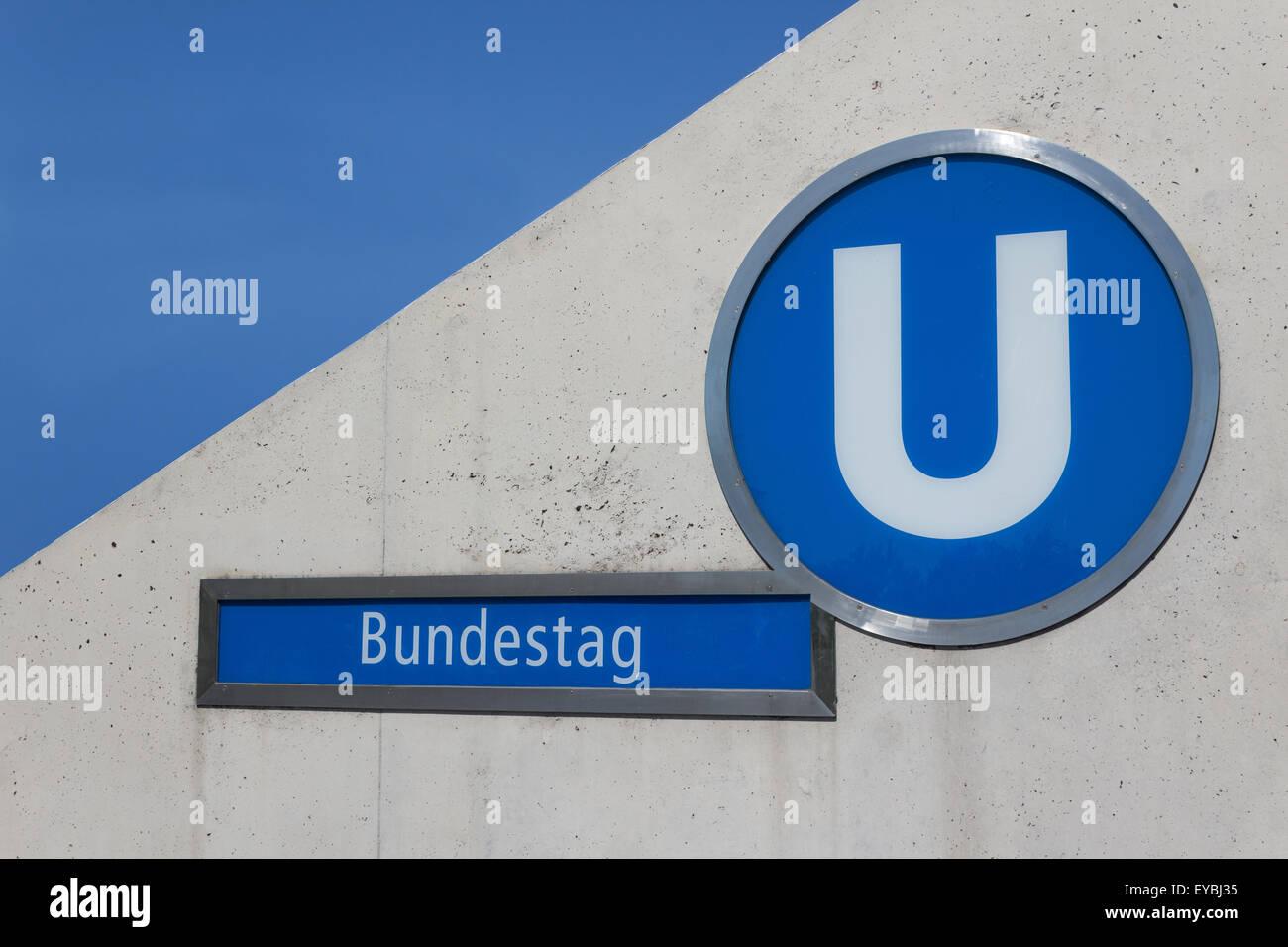 Bundestag - Bahnhof in der Nähe von Bundeskanzleramt, Reichstag Stockbild