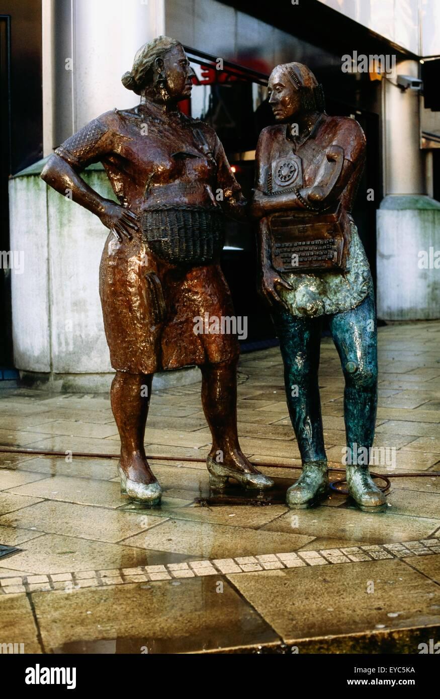 Denkmal für den unbekannten Arbeiter, Belfast, Co Antrim, Nordirland; Modelliert von Louise Walsh Stockbild