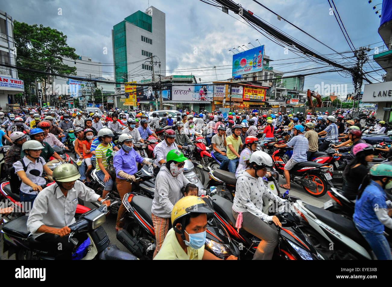 Saigon, Vietnam - 15.Juni: Straßenverkehr am 15. Juni 2011 in Saigon (Ho-Chi-Minh-Stadt), Vietnam. Ho Chi Minh Stockbild