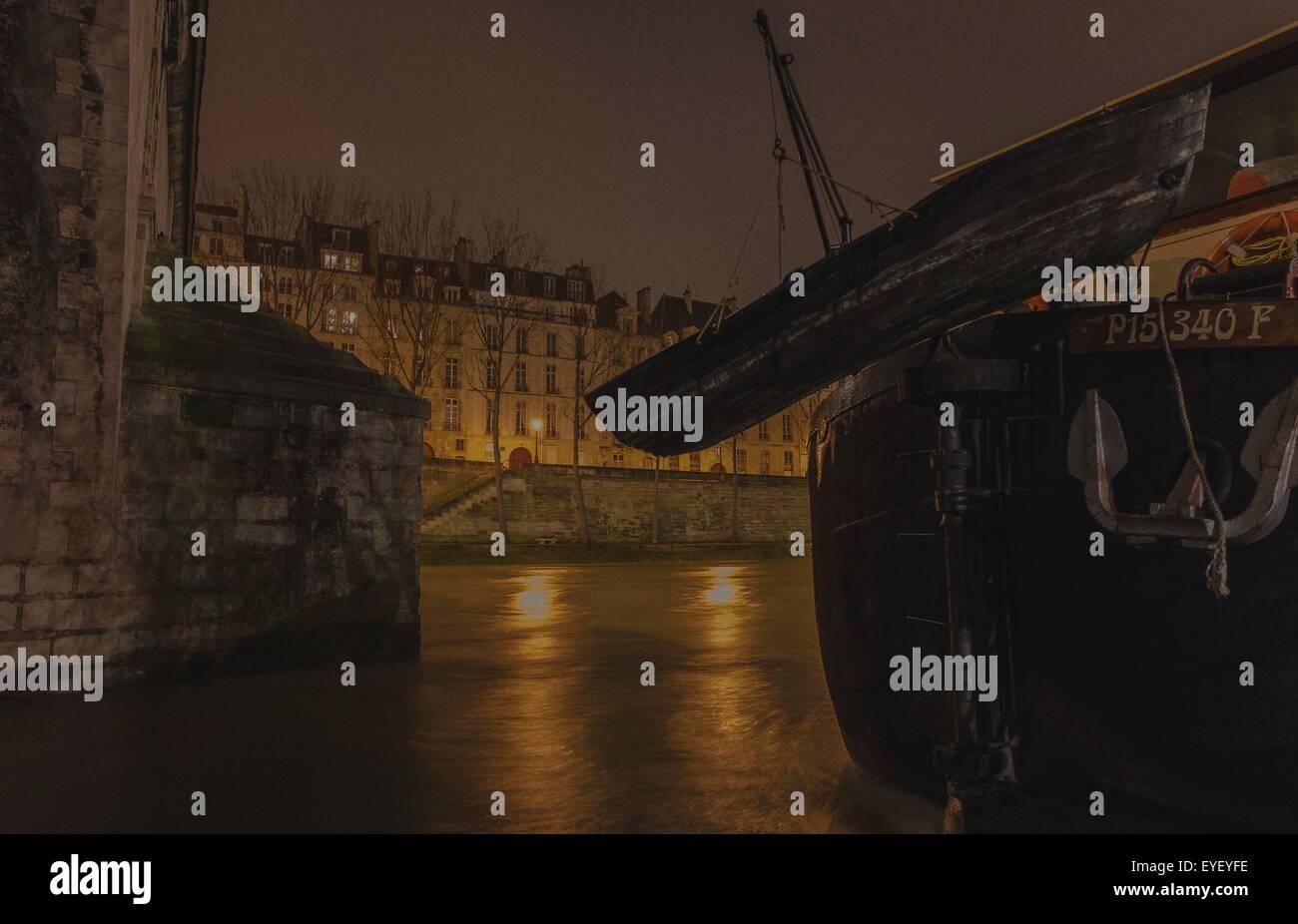 Die Pont Marie ist eine Brücke über die Seine in Paris, Frankreich. Es verbindet die Île Saint-Louis an der Anlegestelle Stockfoto