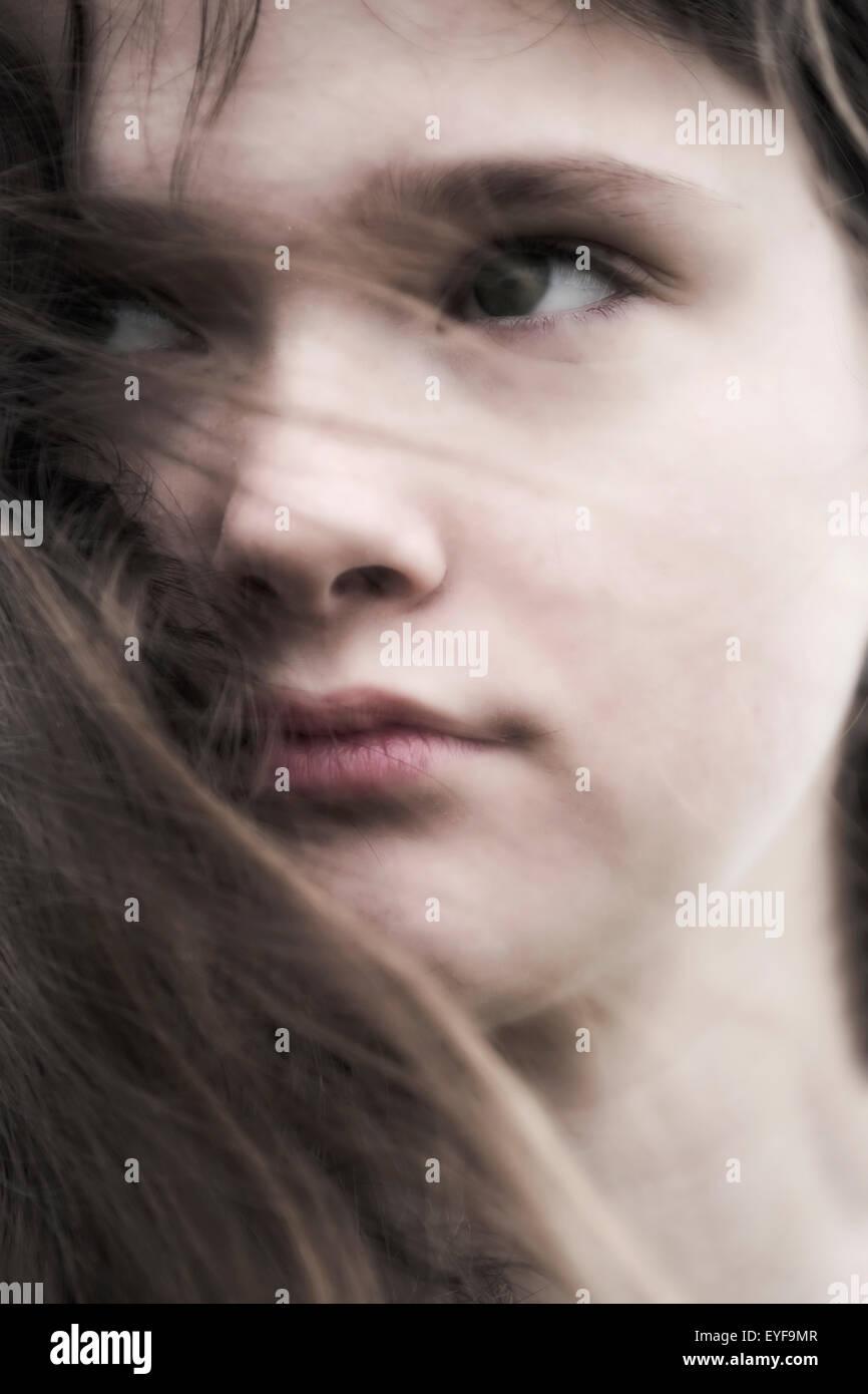 Headshot eines jungen und traurigen Mädchens Stockbild
