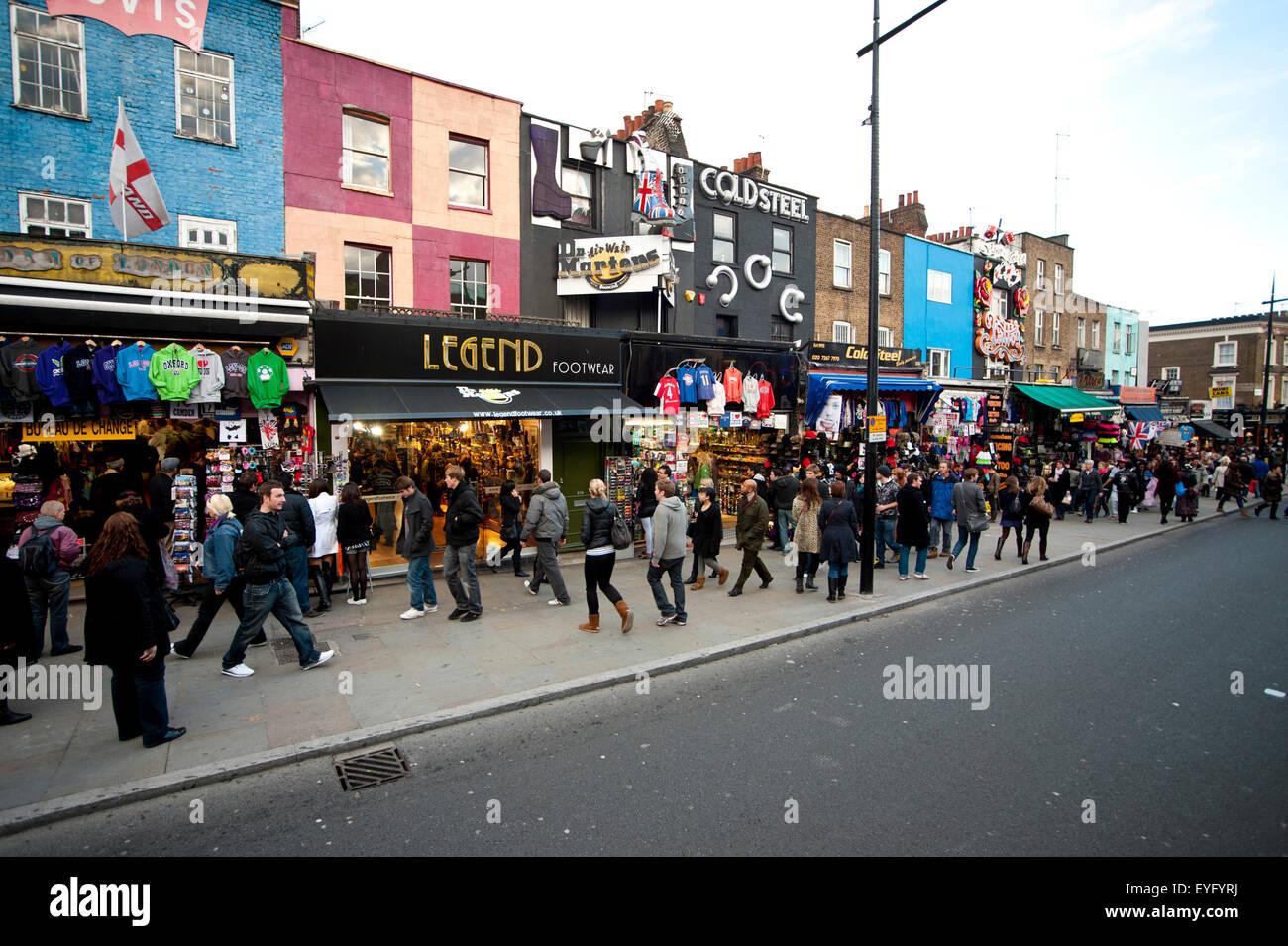 Geschäfte In der Camden High Street im Rahmen der berühmten Camden ...