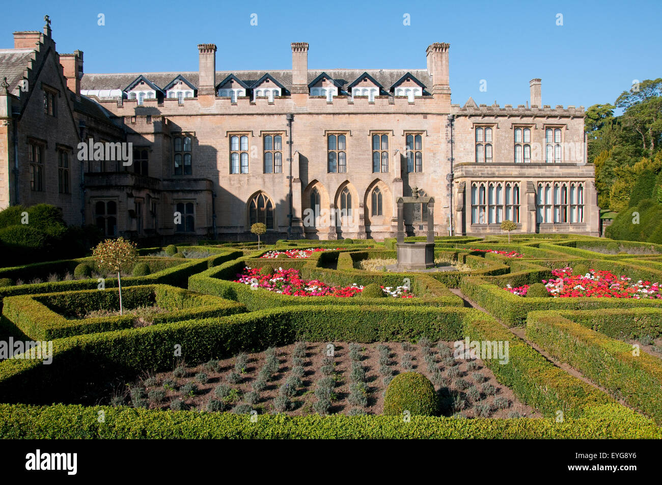 Formal Gardens Newstead Abbey Nottingham Stockfotos & Formal Gardens ...