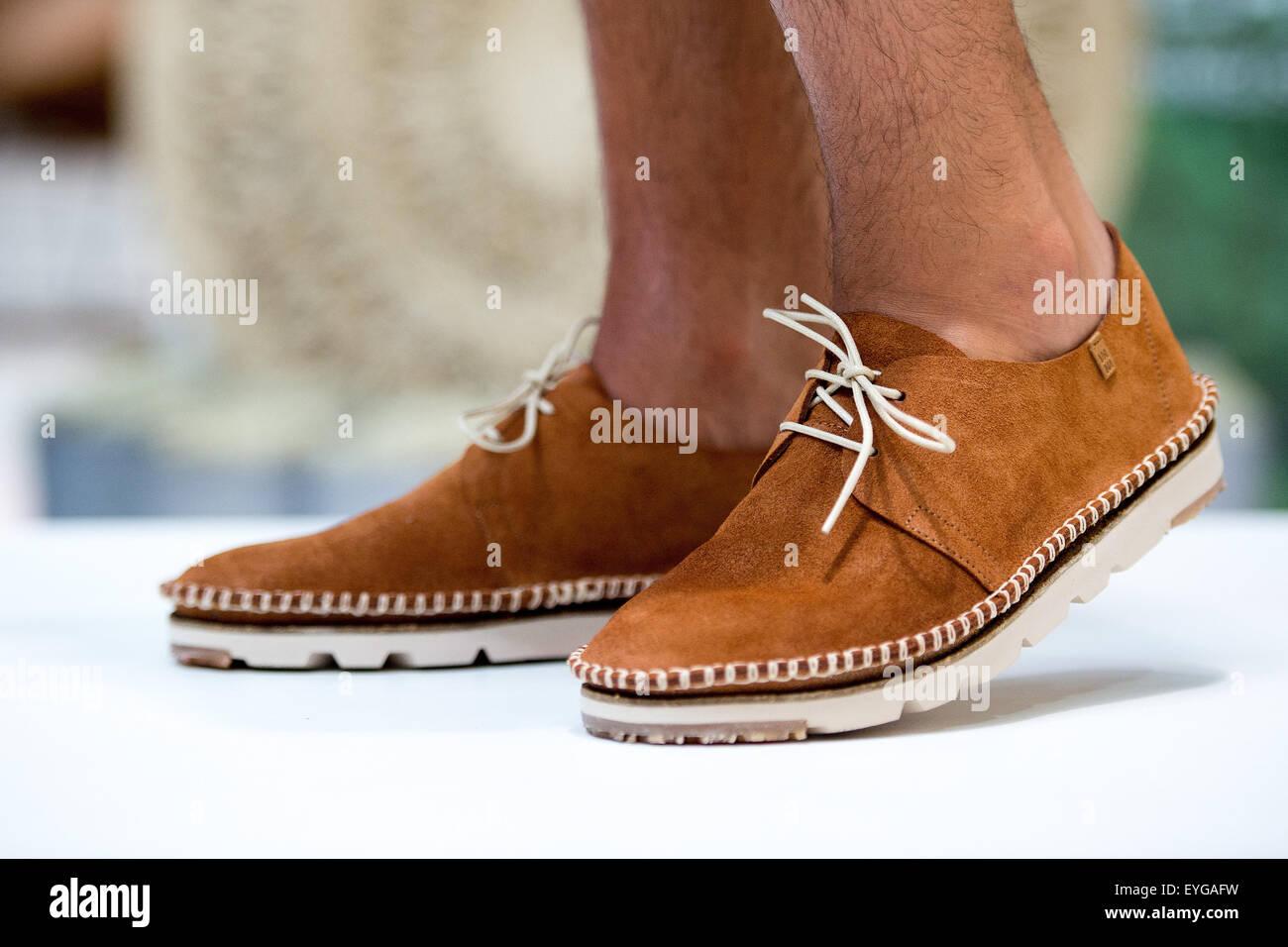 quality design a8493 c98c2 Modell Danny trägt Schuhe der Marke El Naturalista auf ein ...