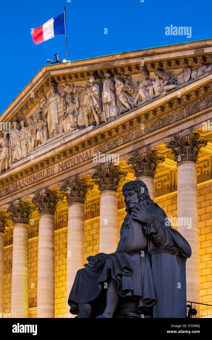 Abend unter Jean-baptiste Colbert Statue und die asselmblee Nationale, Paris, Frankreich Stockbild