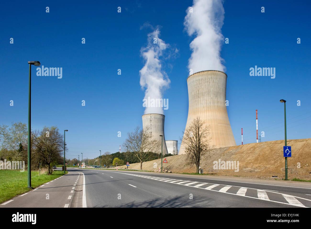Kühltürme der Kernkraftwerk Tihange in Huy, Lüttich / Luik, Belgien Stockbild